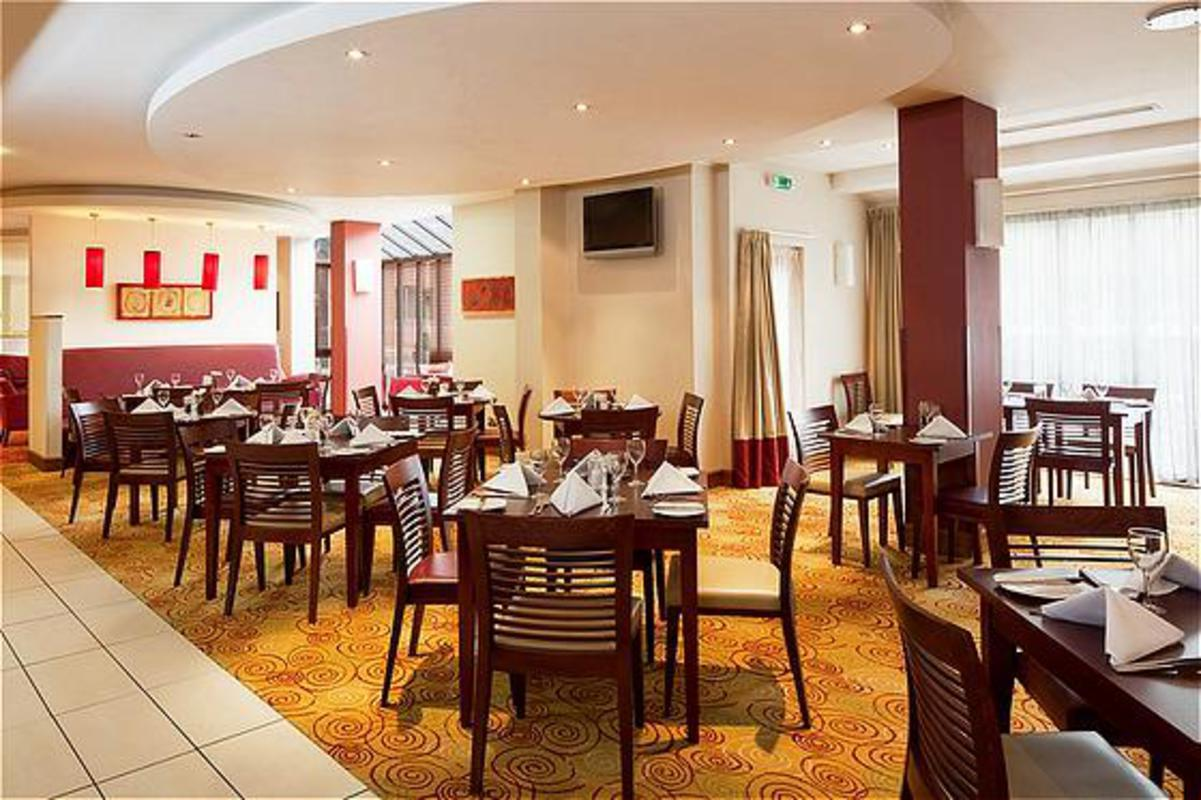 Our northampton restaurant holiday inn for Dining room northampton